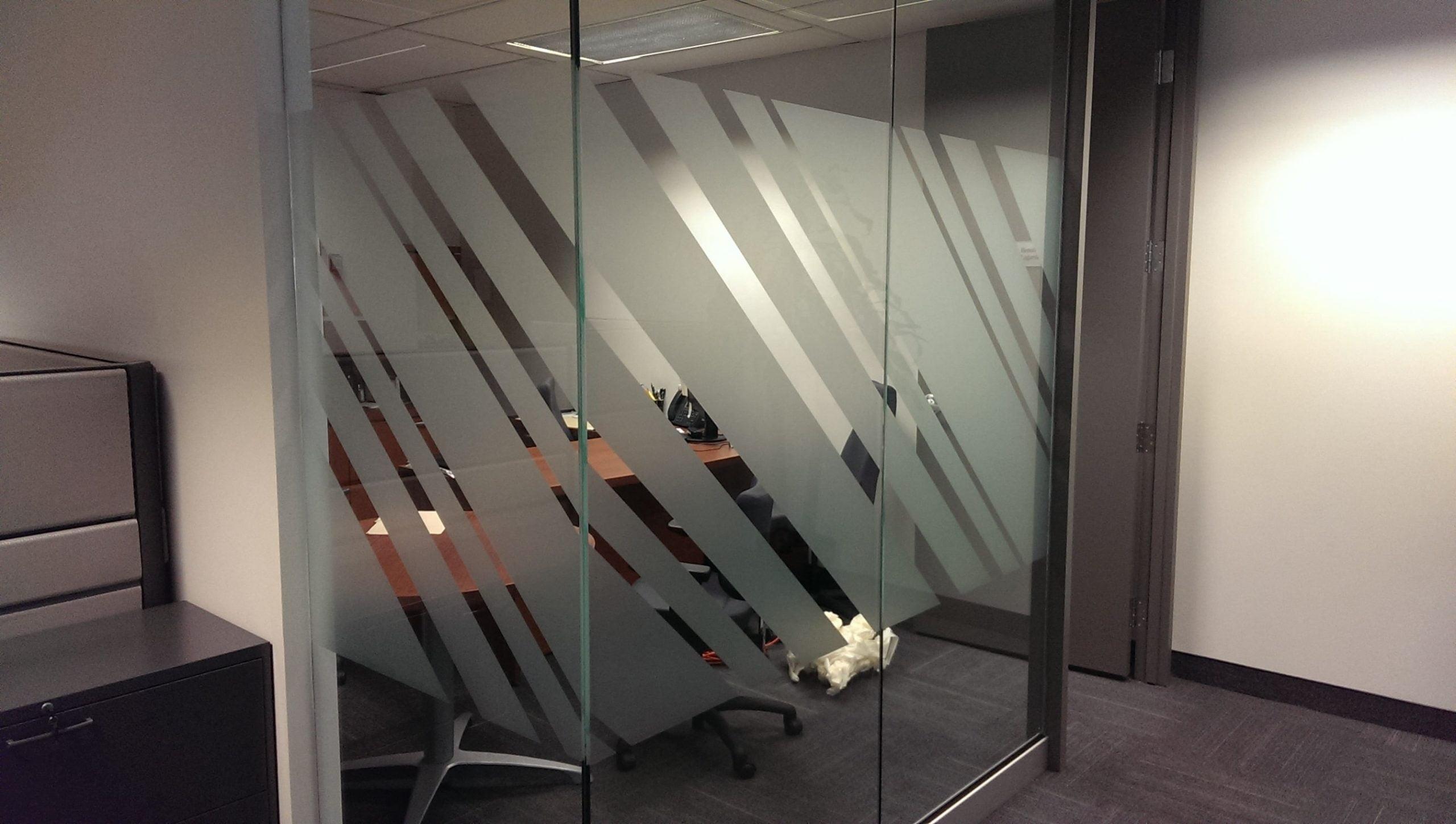 Bande diagonale pour rehausser le design d'un bureau